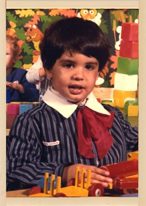 L'artiste à l'âge de 3 ans