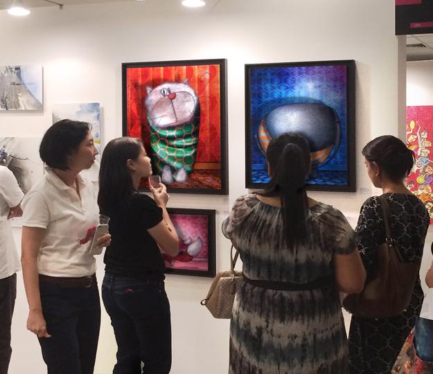 Exposition peintures foire internationale d'art contemporain à Singapour en Asie